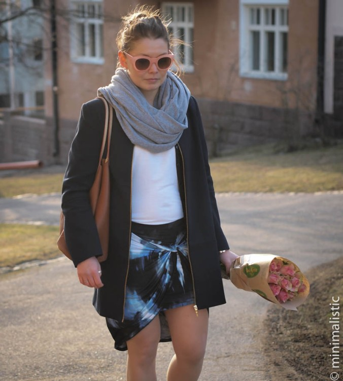 coat - zara // t-shirt & skirt - bikbok // sneakers - nike // scarf - american apparel // sunglasses - forever21